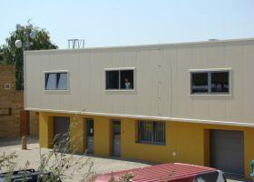 barevné opláštění administrativního centra v Moravanech u Brna