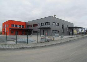 barevné opláštění VARIA - PLUS spol. s r.o., skladová hala v Plzni.