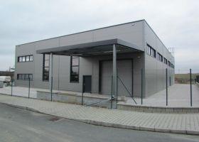barevné opláštění VARIA - PLUS spol. s r.o., skladová hala v Plzni II