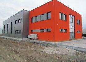 barevné opláštění VARIA - PLUS spol. s r.o., skladová hala v Plzni I