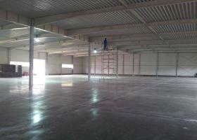 pohled na vnitřní opláštění montované skladové haly MAYO