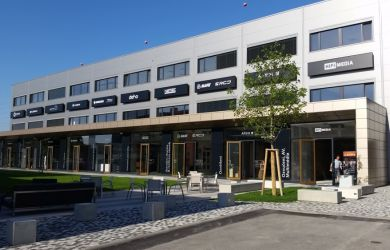 betonové obchodní centrum Kaštanová v Brně