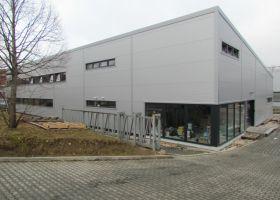 Výrobní hala s administrativní budovou ve Světlé nad Sázavou